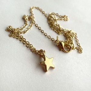 Minimalistic Gold Tone Small Star Neckless NWOT